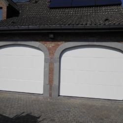 Portes de garage doubles blanches – FT Chassis