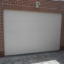Réalisation porte sectionnelle blanche – FT Chassis