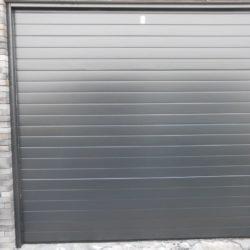 Installation porte sectionnelle noir – FT Châssis