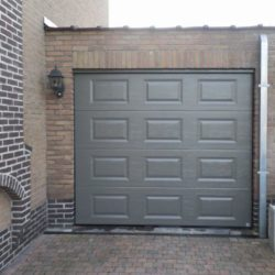 Réalisation porte de garage grise – FT Châssis
