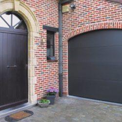 Exemple porte de garage sectionnelle noir – FT Châssis