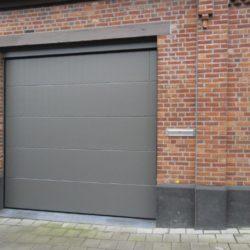 Création porte de garage sectionnelle grise – FT Chassis