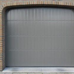 Porte de garage sectionnelle grise – FT Châssis