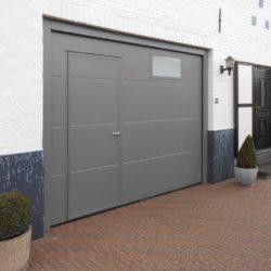 Porte de garage avec porte intégrée grise – FT Chassis