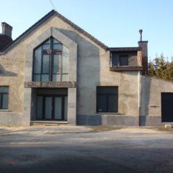 Pose châssis PVC noir église Namur – FT Chassis