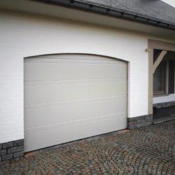 Porte de garage blanche – FT Chassis