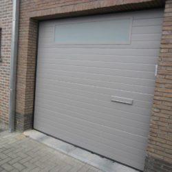 Porte de garage avec fenêtre et boîte aux lettres – FT Chassis